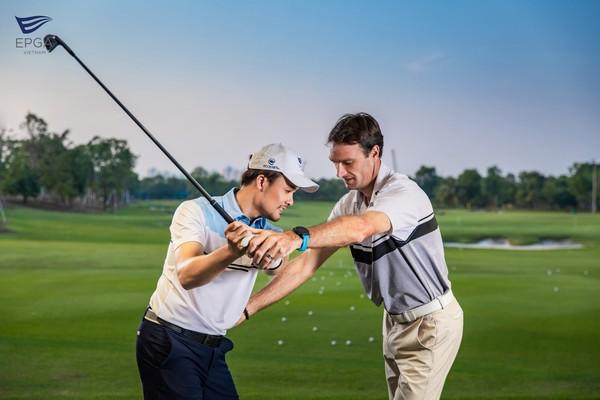 các khóa học golf ecopark rất đa dạng