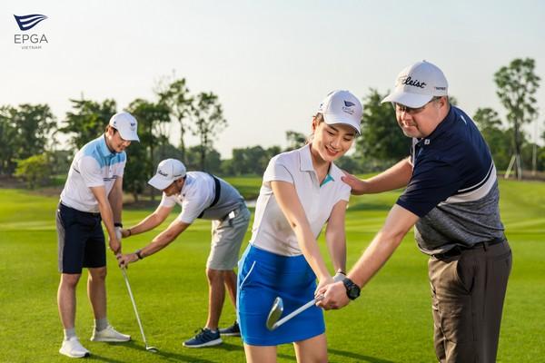 khóa học nhóm tại sân golf ecopark