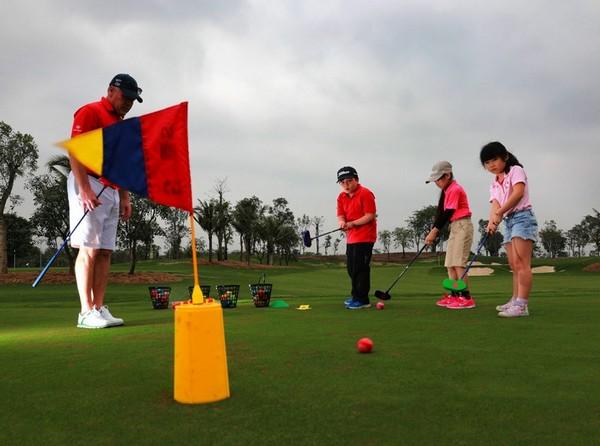 khóa học trẻ em tại sân golf ecopark