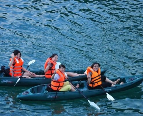 chơi chèo thuyền kayak khi đến Ecopark